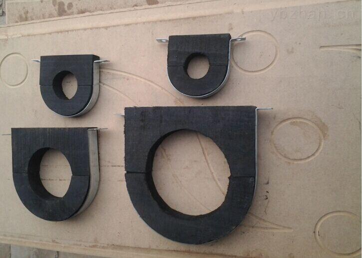 管道木托 管道垫木 空调木托具有防虫蛀、不吸水、防震、隔热、保温等特点。配上经防锈处理的镀锌卡环,施工方便,经济美观,是理想的产品。每种规格的空调木托均有配套的。因为保冷管道的冷量通过支撑座可能会传到结构梁上,所以加木块防止冷量传播、产生冷桥,起到隔热或隔冷减振缓冲热膨的作用。如果不用特殊材料在外面进行保护,那么输送期间冷量会大量损失,造成输送失败,一般现在流行用红松木块包裹管道保冷,另外管道的支撑管托也要用红松木块。这样低温管道在输送过程中冷量就不会损失太多。采用先进的生产设备,使用于冶金、石油、化